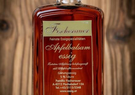Essig von Fischerauer; Auswahl: Apfel-Balsam:   Apfel-Balsam-Essig und Himbeeressig schmecken einfach herrlich zu den Jobi-S