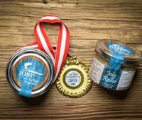 Jobi®-Roller:   Die süß-saurenmit Zwiebel gerollteneingelegten Saiblingsfilets werden in